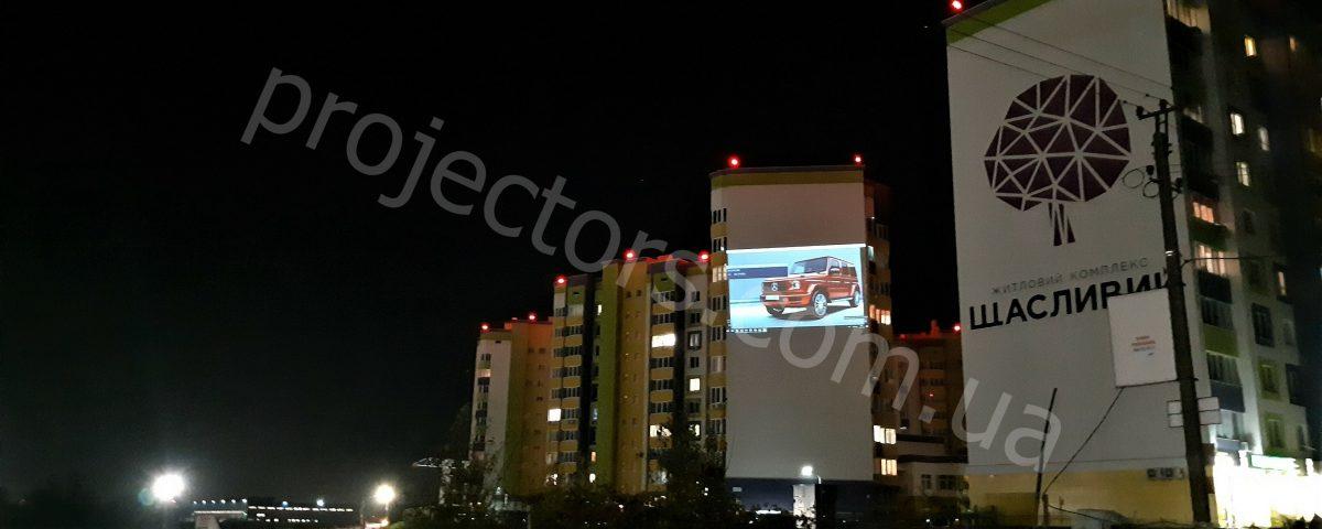 уличный проектор для рекламы на здании